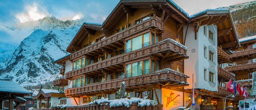 Switzerland_Saas-Fee_Hotel-Ferienart-resort-spa_Exterior-winter2.jpg